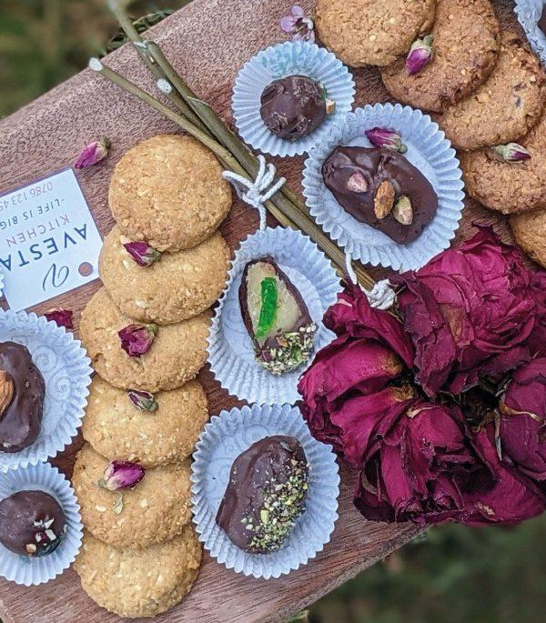 Assorted Chocolates – Box of 10pcs